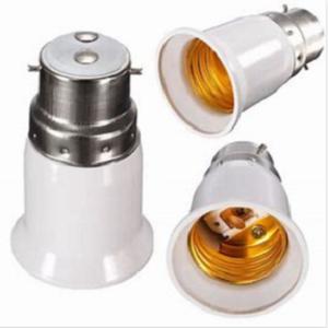 E27 LED lichtbron in BA22D lamparmatuur plaatsen