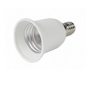 Plaat een E27 LED lamp met een Lamp Adapter E14 verloopt naar E27 grote lampfitting in een E14 lampfitting